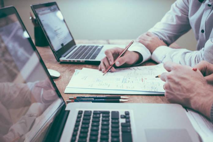 Faktura VAT - co powinna zawierać?