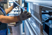 Dlaczego warto przesiąść się na maszyny CNC?